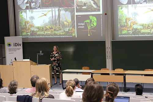 Renske Onstein spoke about how environmental conditions and traits interact to influence speciation and extinction (Photo: Volker Hahn, iDiv)